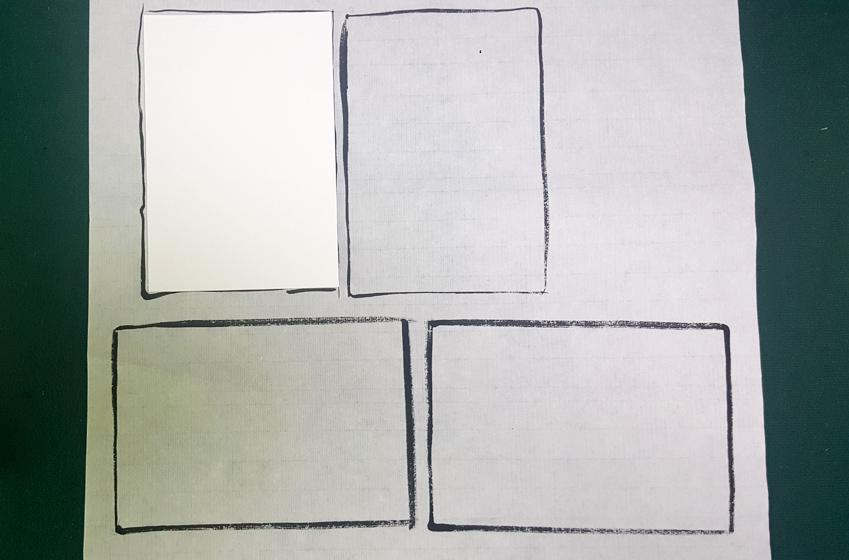 한지 위에 엽서를 올려놓고 크기대로 스케치한 이미지