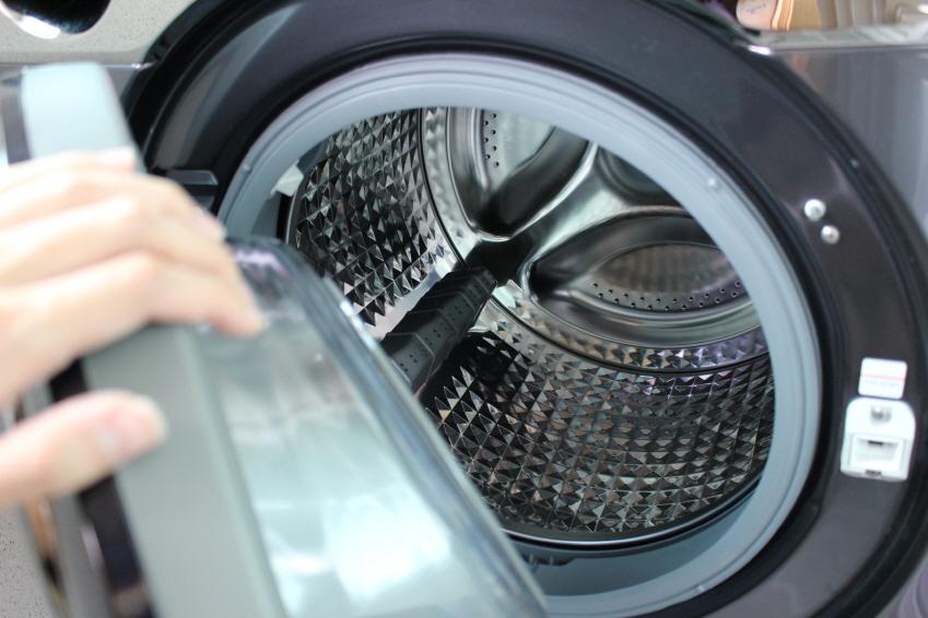 한두 달에 한 번씩 무세제통세척 코스를 가동시키면 세탁조를 늘 깨끗한 상태로 유지할 수 있습니다