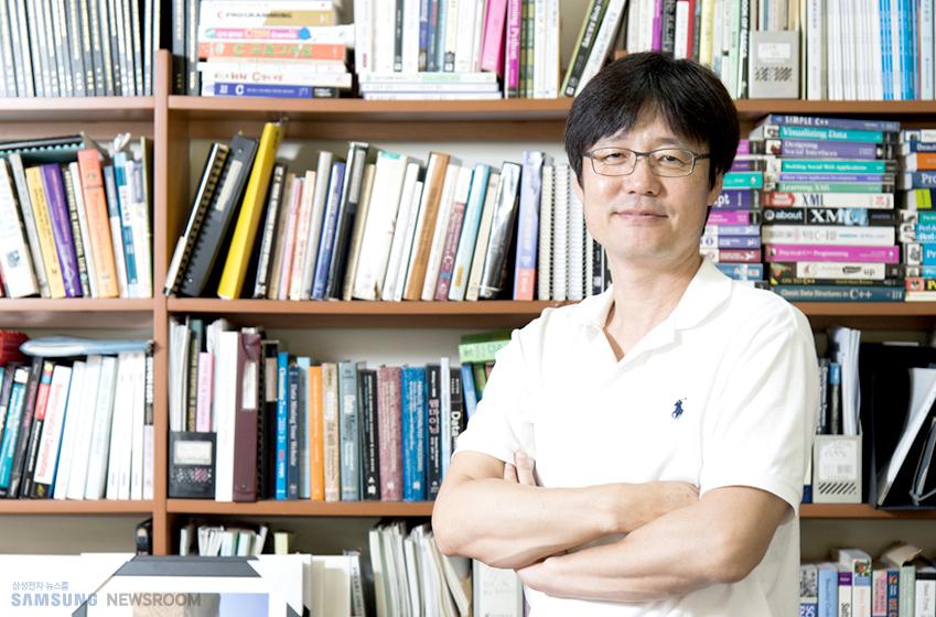 김현철교수 인터뷰 사진