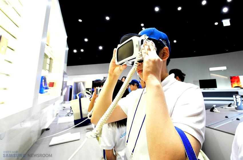 소프트웨어 관련 기본 소양을 갖춘 덕분일까, 대부분의 학생이 가상현실 기술을 체험할 수 있는 기어 VR에 특히 큰 관심을 보였다