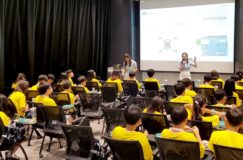 다양한 일정 중에서도 특히 참가자의 집중도가 높았던 IT키트 체험 프로그램