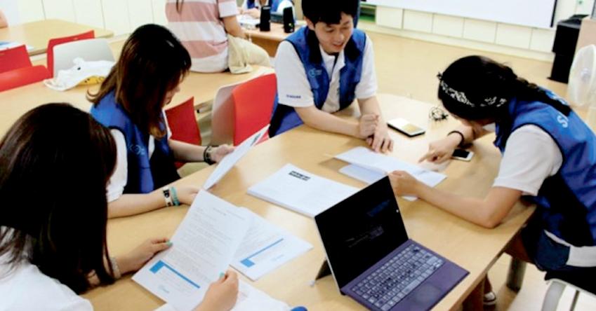 생명의전화종합사회복지관에서 진행될 청소년 대상 멘토링 프로그램을 기획 중인 서울2팀 단원들