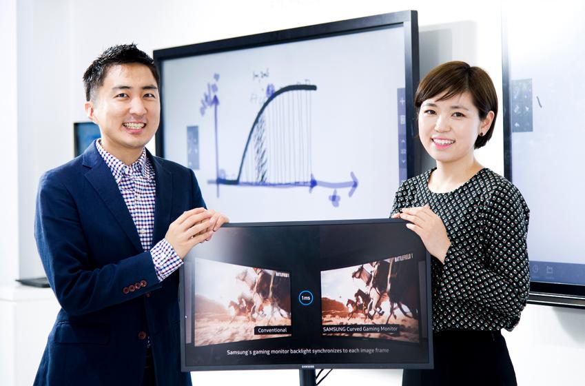 CFG70 하드웨어 개발과 마케팅 업무를 각각 담당하고 있는 서호성 책임(사진 왼쪽)과 고향 대리