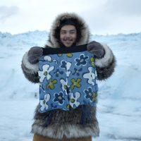 알래스카 이누이트족 청년, '생애 최초 하와이 여행'에 도전하다