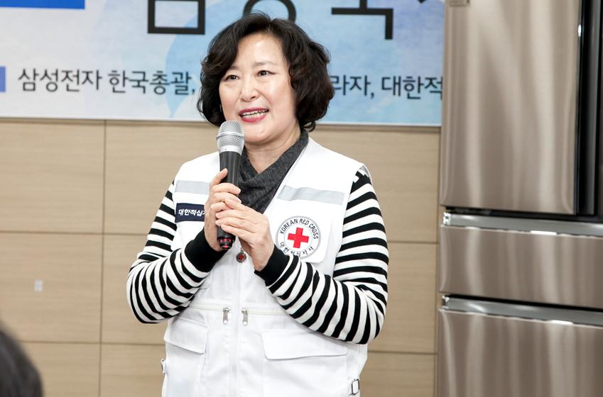 감사 인사를 전하는 김정영 인천사할린동포복지회관장의 모습이다.