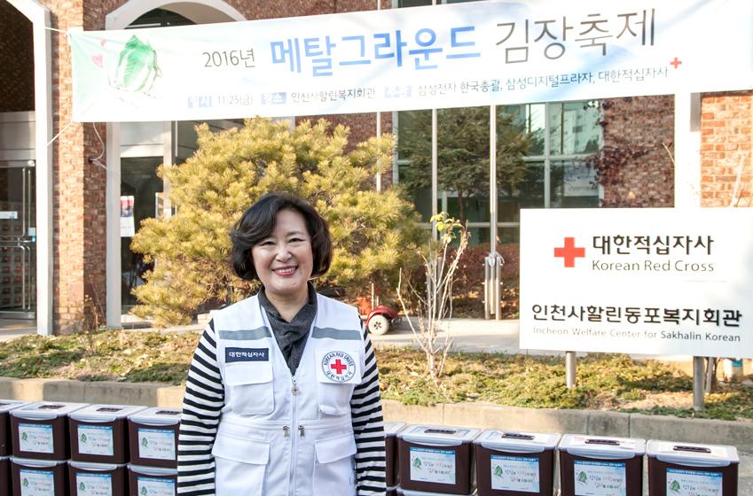 김정영 인천사할린동포복지회관장이 인터뷰에 응하고있다.