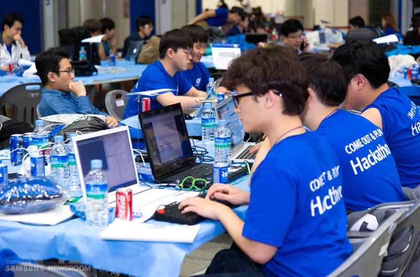 10월 '글로벌 이노베이터 페스타(Global Innovator Festa) 2015'에서 진행된 '삼성 기어 해커톤' 대회