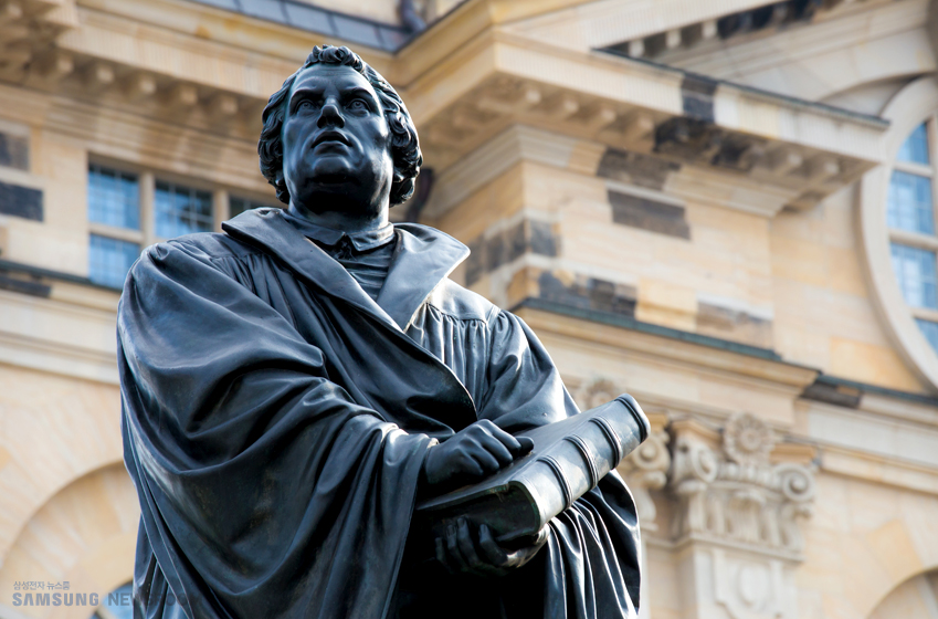 삼성전자 뉴스룸 SAMSUNG NEWSROOM 독일 신학자 마틴 루터의 동상