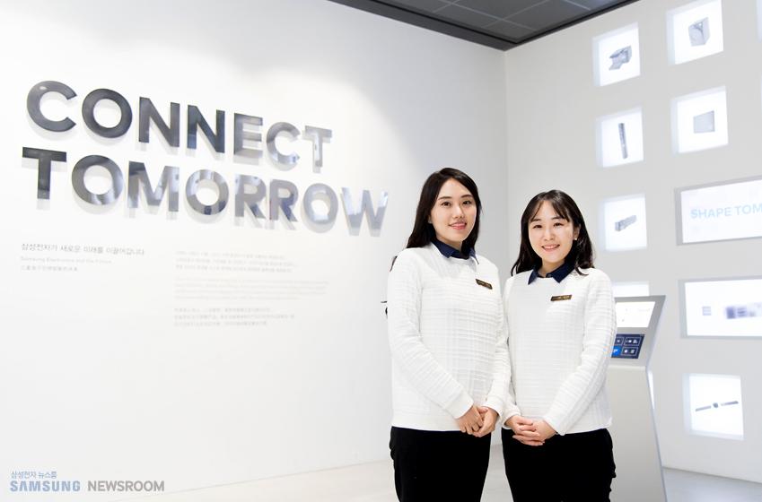 송다희(사진 왼쪽), 성지연 딜라이트 메이트의 모습이다.
