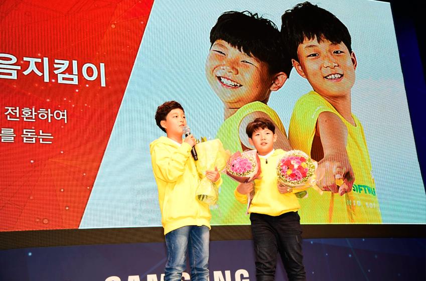 최윤재(사진 왼쪽)군과 정재현군