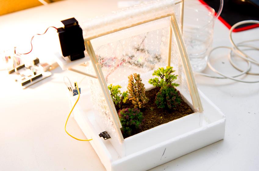 헬퍼 팀이 개발한 자동 관리 시스템.온도·습도 측정 장치가탑재돼있어 편리하다