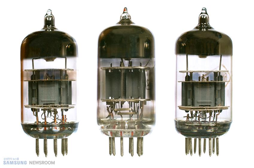 미국의 발명가 리 디포리스트가 발명한 삼극진공관