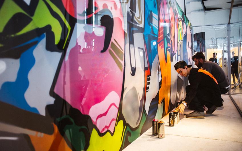 루마니아 부카레스트에서 열린 #씨컬러스 앱 론칭 행사장 한쪽 벽면은 현지 그래피티 예술가들의 작품으로 다채롭게 채워졌습니다