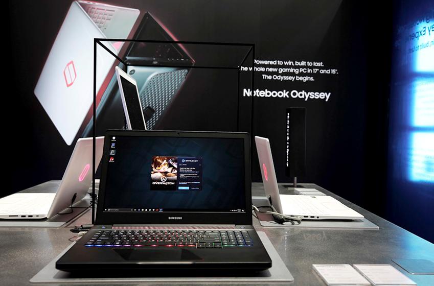 게이밍 노트북 '오디세이(Odyssey)'화면에 FPS게임 오버워치 배틀넷 화면이 띄워져 있다