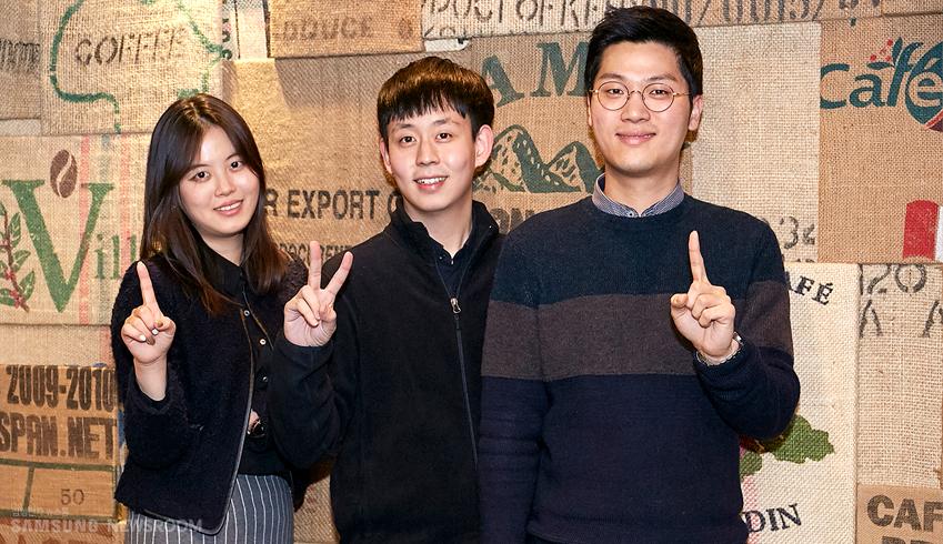 삼성전자 대학생기자단 1.2기로 활동했던 세 사람의 웃고 있는 사진