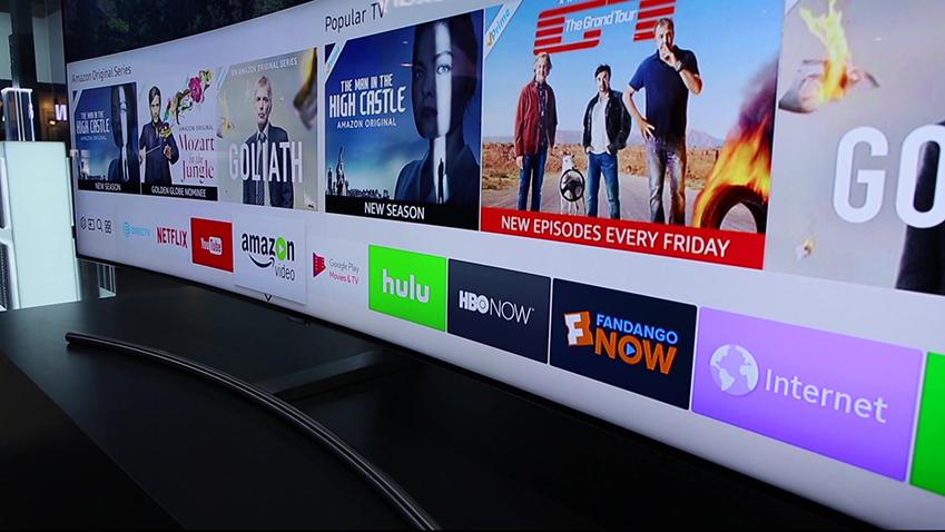 삼성 QLED TV에 OTT 서비스 콘텐츠들이 띄워져 있다
