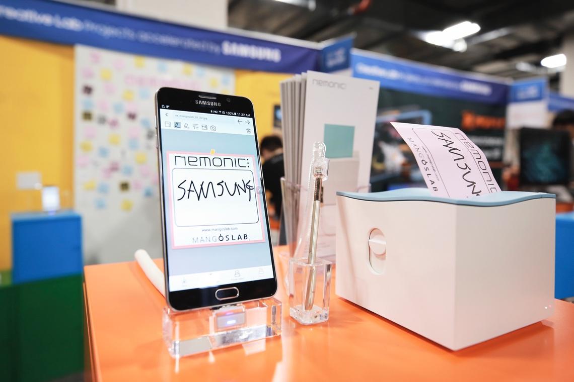 '세계 최대 규모의 국제 전자제품 박람회' 샌즈엑스포(Sands Expo) 삼성 스마트폰에 '네모닉(Nemonic)'기능 이 띄워져 있다