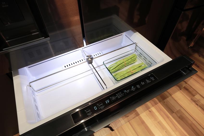 삼성 김치 냉장고 안에 완두콩이 있는 이미지