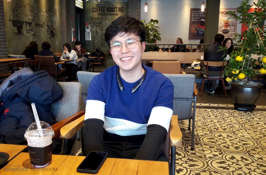 매장에서 만난 고객 조재호(25, 대학원생) 인터뷰 사진