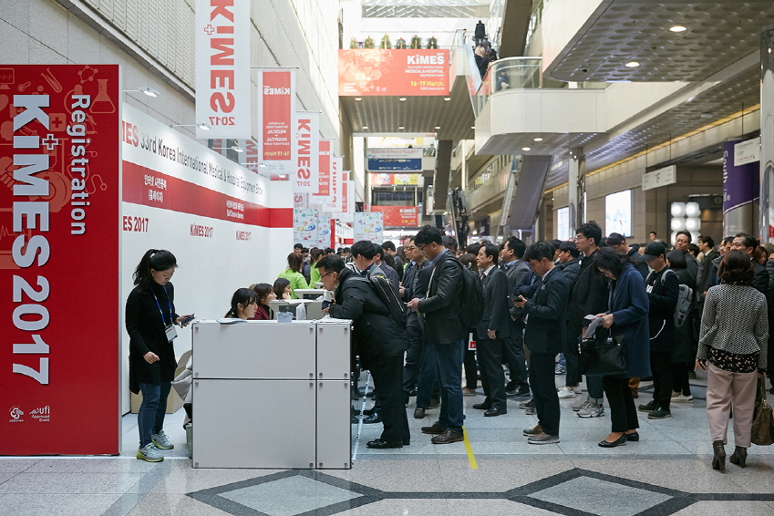 지난 16일부터 나흘간 서울 코엑스(강남구 삼성동)에서는 '2017 KIMES(국제의료기기·병원설비전시회)'가 열렸다