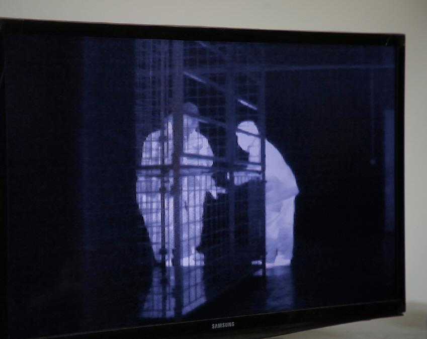 1차 테스트 도중 촬영한 현장.바깥쪽 관제실에서 적외선 카메라로 관찰한 모습이다