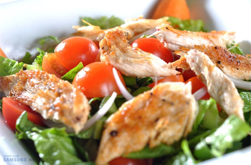 삼성 직화오븐으로 만나는 일품 레시피_로메인 & 닭가슴살 찜 샐러드