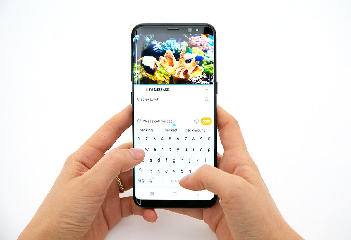 갤럭시 S8 사용자는 인피니티 디스플레이 탑재로 커진 화면 덕분에 키보드를 쓸 때도 멀티 윈도우 기능을 충분히 활용할 수 있습니다