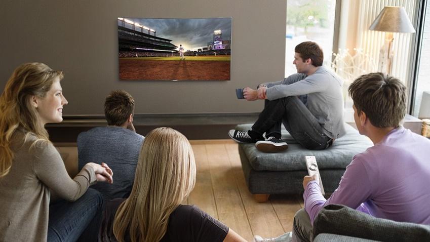 디서 봐도 색 왜곡이 전혀 없는 퀀텀닷 기술이 탑재된 QLED TV 모습
