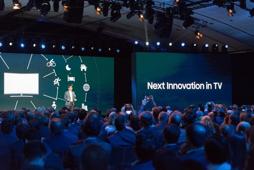 NEXT Innovation in TV란 주제로 TV의 혁신을 기대케 한 발표 모습