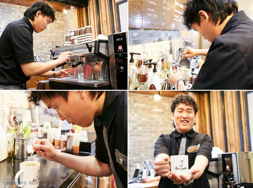 나는카페의 바리스타로 근무하고 있는 심희보씨가 직접 커피를 만드는 모습