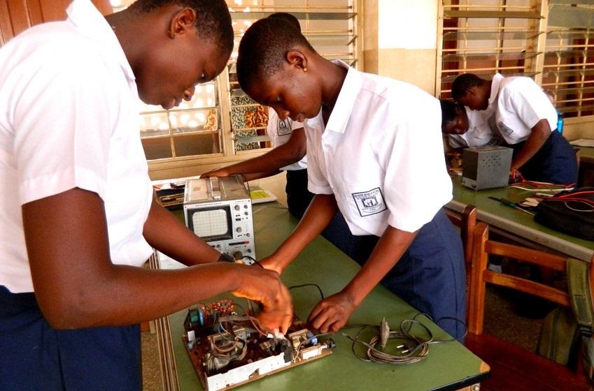 아프리카 여성의 더 나은 삶을 위해 가나와 남아프리카공화국에 '여성 기술 교육 프로그램(the Women Technical Programme)'을 제공한 모습