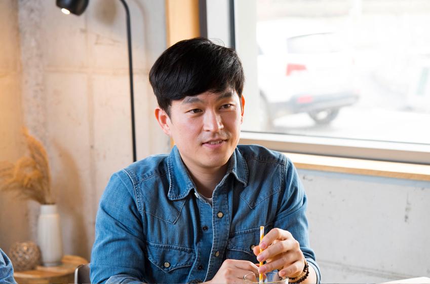 가게를 운영하는 김영호씨는 소비자가 맘에 들어 하는 인테리어를 구상하고 적용해보는 편이다