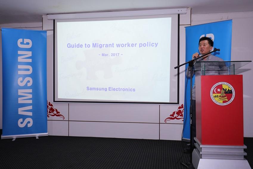 지난 2015년 비영리단체 BSR(Business for Social Responsibility)과 협력해 전자산업시민연대(EEIC, Electronic Industry Citizenship Coalition) 기준에 기반을 둔 신규 고용 기준 '삼성전자 이주 근로자 가이드라인(Samsung Migrant Worker Guidelines)'을 공표했습니다