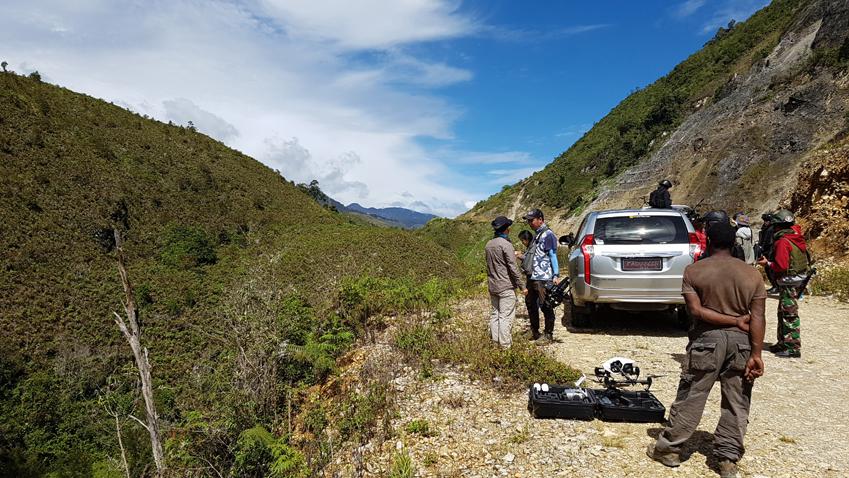 ▲남아프리카공화국∙베트남∙중국…. 날 비롯한 촬영진은 삼성전자 얘길 찾아 전 세계를 누비고 있다. 이번 행선지는 왠지 모를 위엄(?)이 느껴지는 인도네시아 파푸아 지역 고산지대였다