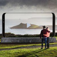영국 풍경 명소에 나타난 '초대형 갤럭시 S8'
