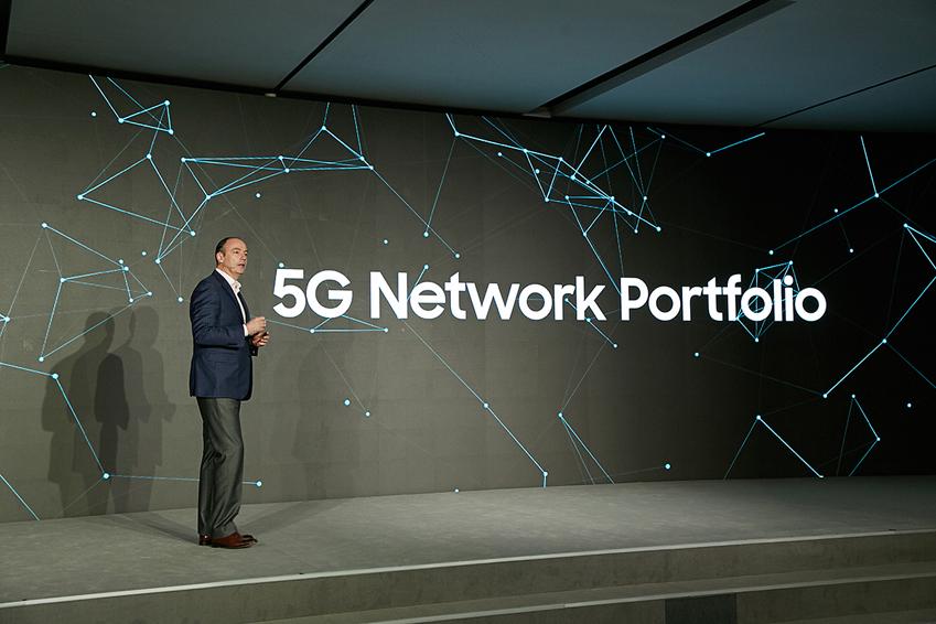 MWC 2017 프레스 컨퍼런스에 참석, 삼성전자의 5G 네트워크 상용화 포트폴리오를 설명하고 있는팀백스터 삼성전자미국법인 부사장