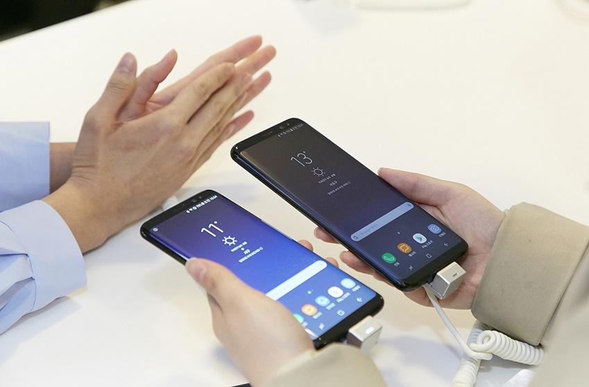 체험존에서는 갤럭시 S8과 갤럭시 S8+를 직접 체험해볼 수 있었습니다