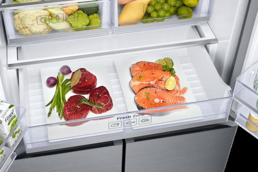 냉장고 안에 든 야채와 연어