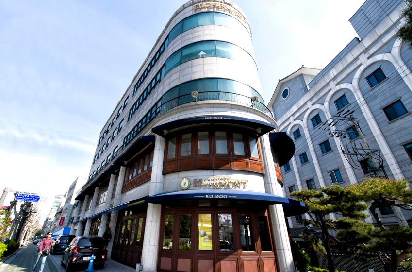 서울 마포구 성산동에 위치한 리치몬드 과자점 전경