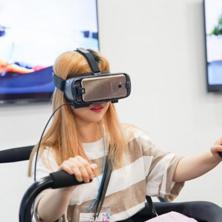 """""""기어 VR이 함께라면 하루 종일 놀이공원에 온 듯"""""""