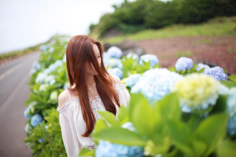 여자와 꽃