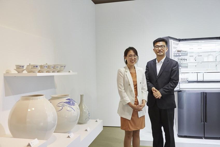 셰프컬렉션 포슬린 개발을 담당한 삼성전자 강정혜 연구원(왼쪽)과 김현진 프로