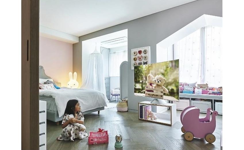 김시내 씨 아이의 방에 있는 QLED TV