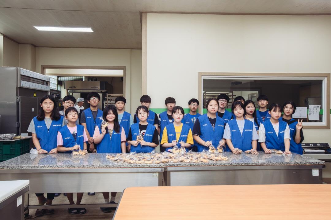 더 나눔 프로젝트에 참가한 학생들의 단체사진