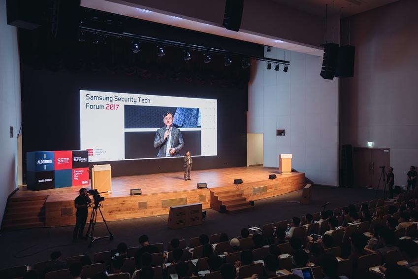 SSTF의 Opening Remarks를 담당한 삼성전자 안길준 전무(소프트웨어센터 시큐리티 팀장)