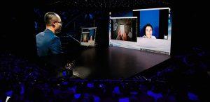 갤럭시 노트8 언팩 행사장에서 덱스로 화상회의하는 모습