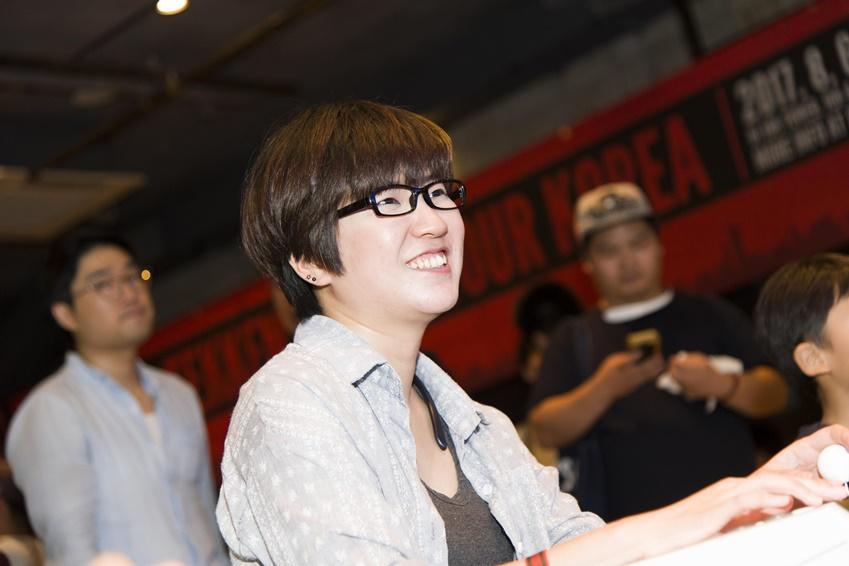 ▲ 화면에 잔상이 남지 않아 QLED TV로 즐긴 철권이 매우 인상적이라고 이야기한 여성 게이머 권다애씨