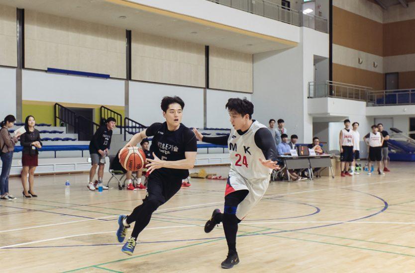 ▲ 스포츠 페스티벌 'RED'배 농구대회 결승전에 진출한 Foundry팀과 FAB2팀