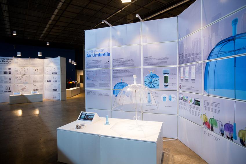 ▲ 환경오염에 대처하는 친환경적이고 지속 가능한 디자인의 우산형 공기정화기 <에어 엄브렐라>