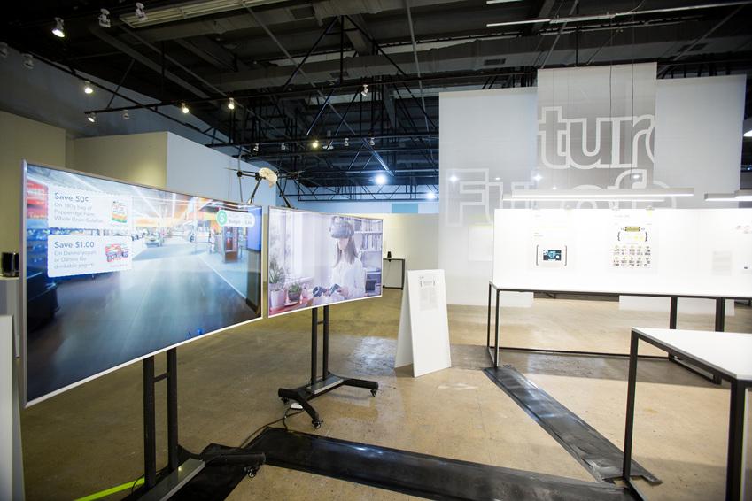 ▲ 미래에는 VR을 통해 가상의 쇼핑 공간에서 쇼핑할 수 있다